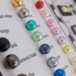 パールセッティングマシンのリベリーノ(reveリーノ) スキルアップレッスンを受講すると作れるパールの見本・カラーチャート。 パールの打ち方、外し方、パーツの種類を勉強できます。