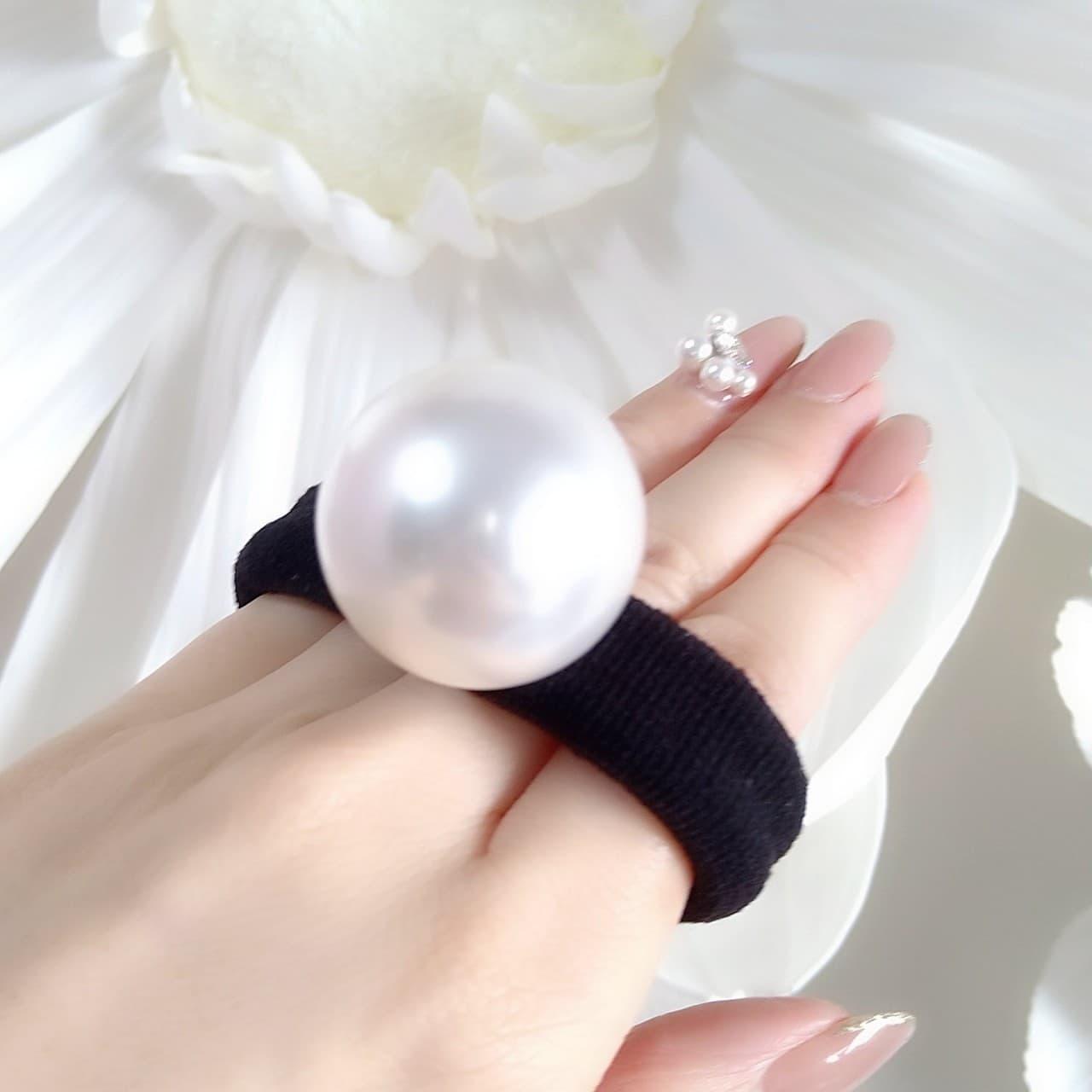 kikiオリジナルのエヴァダイヤを使用して作った手首につけたりヘアーアクセサリーにもなる『エヴァノット』の追加で購入できる30ミリの特大パール