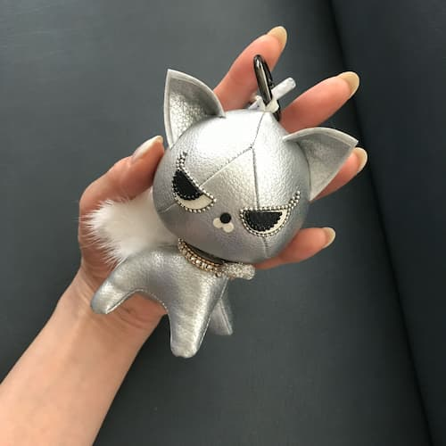 手のひらサイズの猫のぬいぐるみ(ミリオンキャット)通信レッスン受講後に作れる限定色のシルバーのミリオンキャット