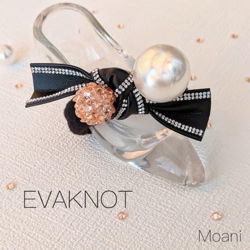 kikiオリジナルのエヴァダイヤを使用した手首につけたり髪を留るゴムにもなるアクセサリー『エヴァノット』